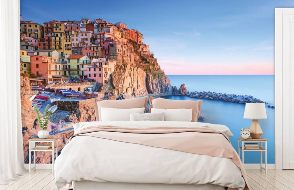 Cities wallpaper - Village on a rock in Italy - Bedroom 2