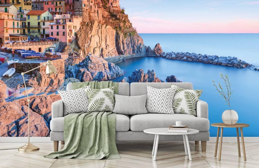 Cities wallpaper - Village on a rock in Italy - Bedroom 7