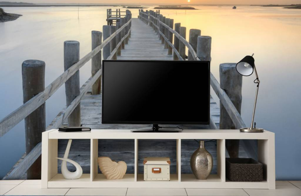 Lakes and Waters - Wooden scaffolding at sunset - Living room 5