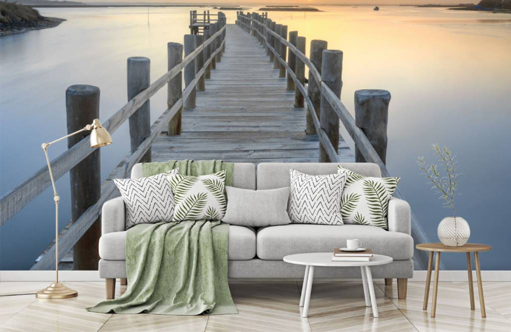 Lakes and Waters - Wooden scaffolding at sunset - Living room 8