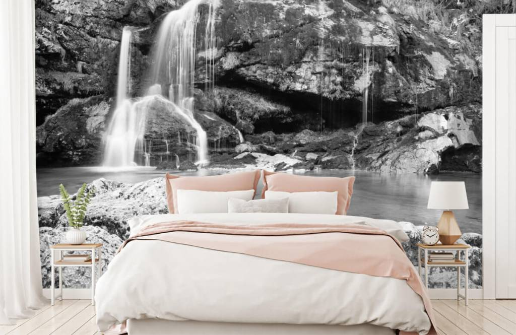 Black and white wallpaper - Waterfall over a stone wall - Bedroom 2