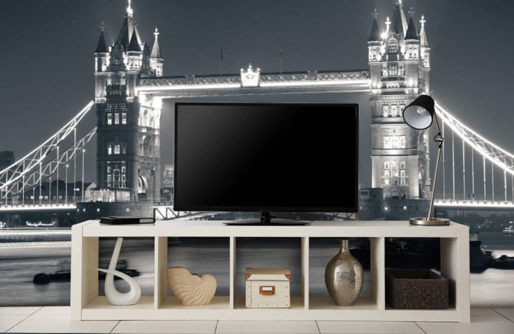 Black and white wallpaper - Tower Bridge - Teenage room 5