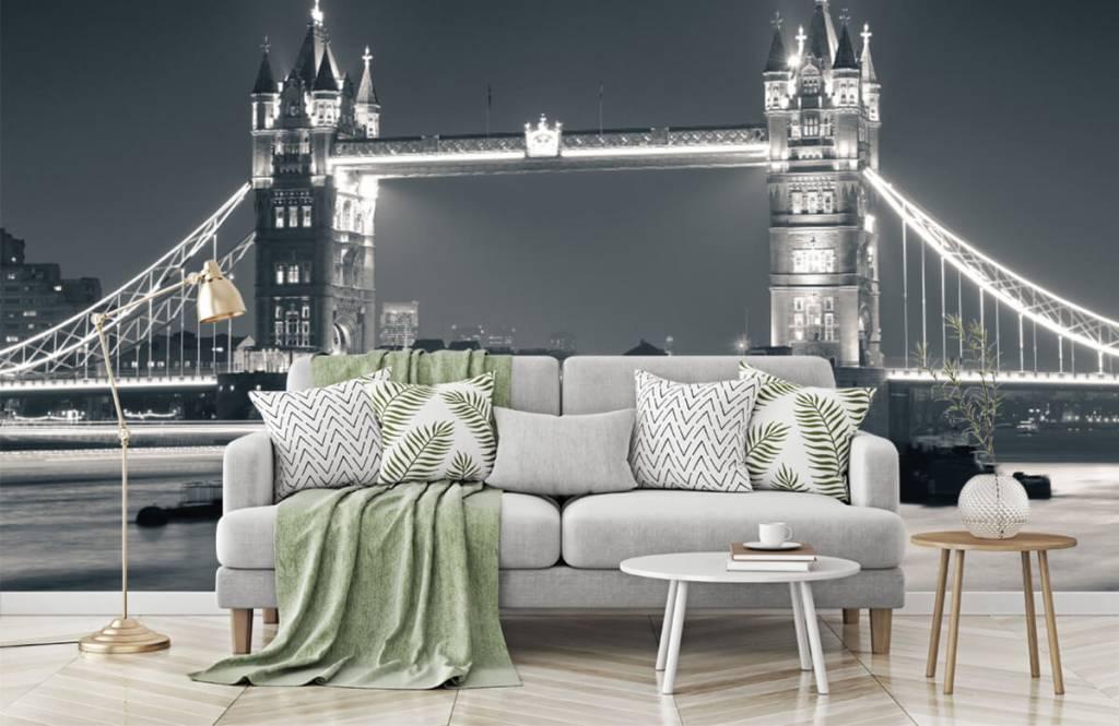 Black and white wallpaper - Tower Bridge - Teenage room 7