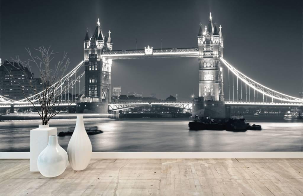 Black and white wallpaper - Tower Bridge - Teenage room 8