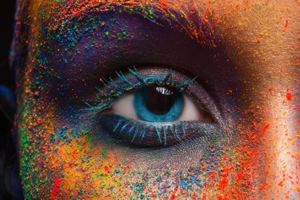 Portets and faces - Colorful eye - Hallway