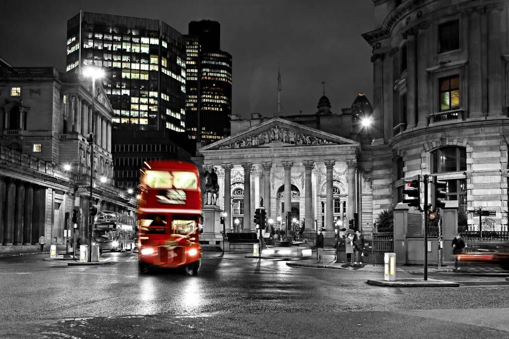 Black and white wallpaper - Red bus in London - Teenage room