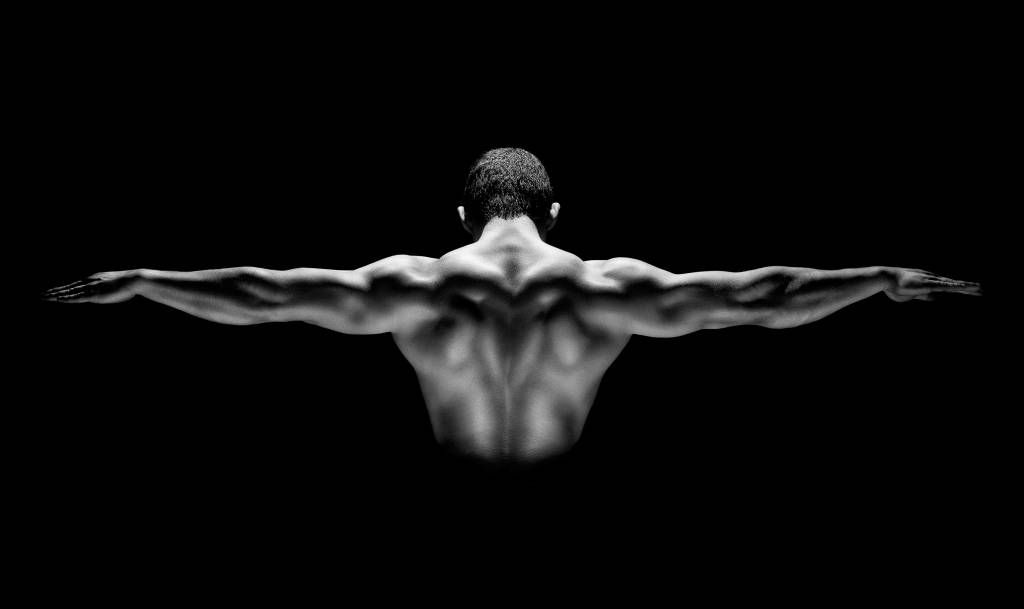 Fitness - Man with outstretched arms - Garage