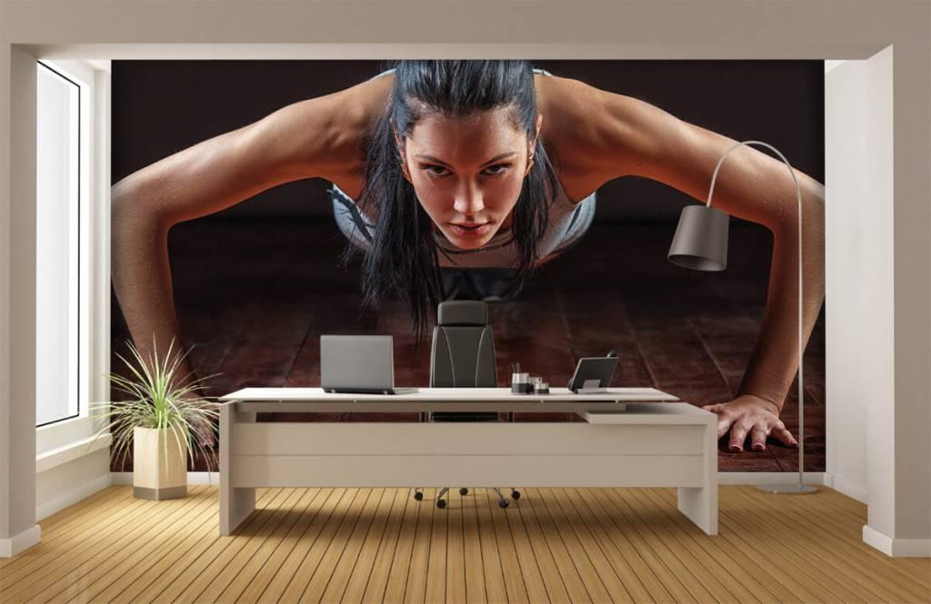 Fitness - Woman doing push-ups - Hobby room 1