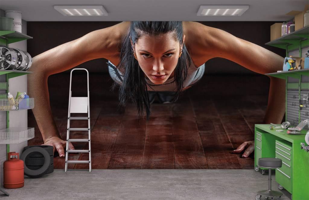 Fitness - Woman doing push-ups - Hobby room 3