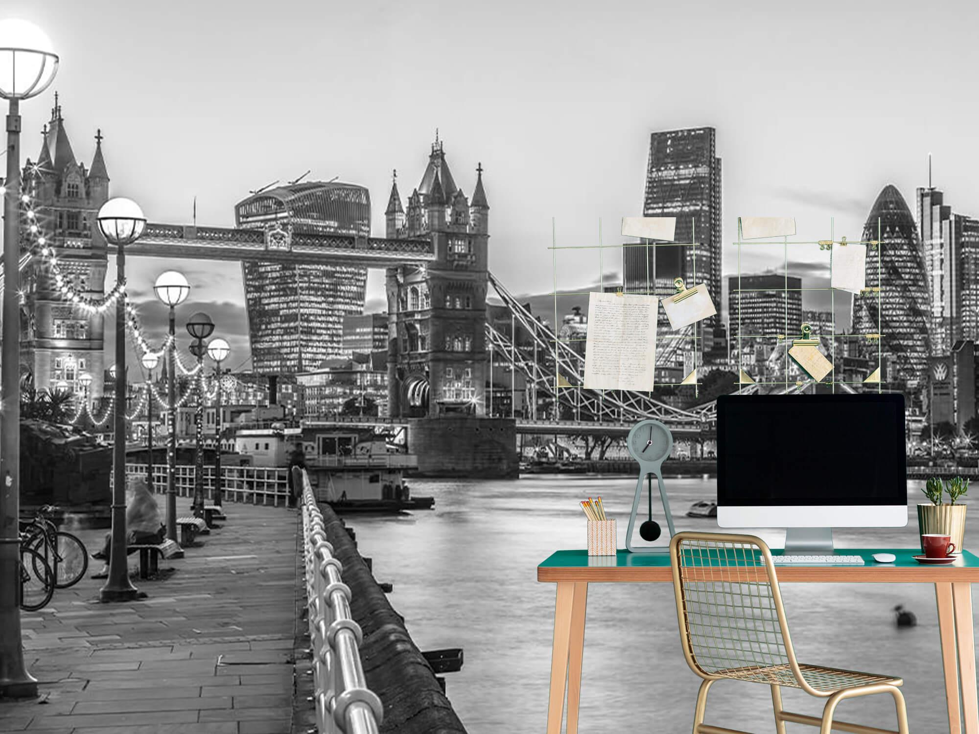 London Riverside Promenade 10