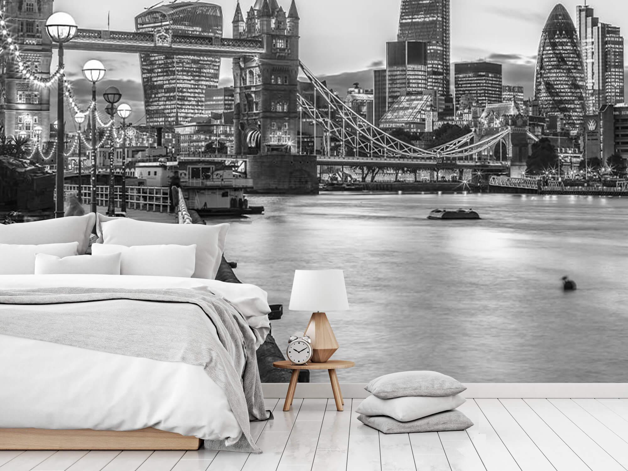 London Riverside Promenade 13